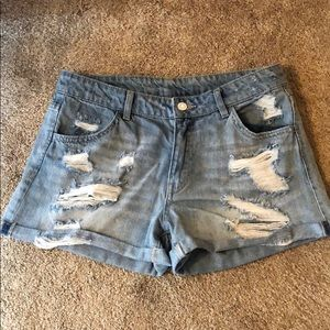 H&M light wash denim shorts